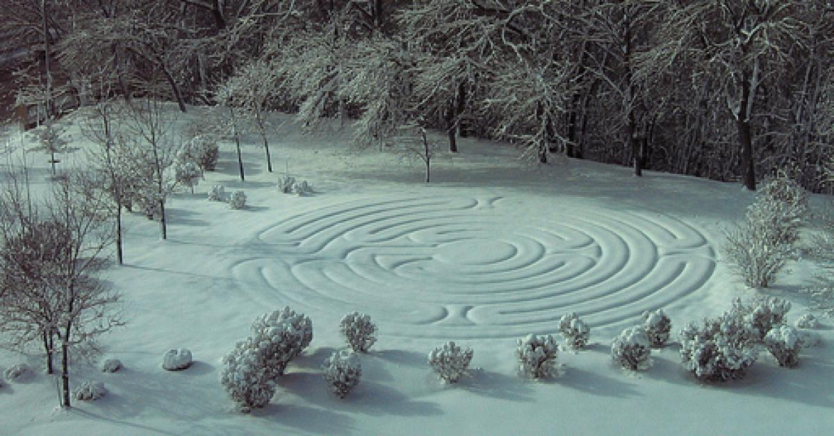 Photo of the labyrinth covered in snow